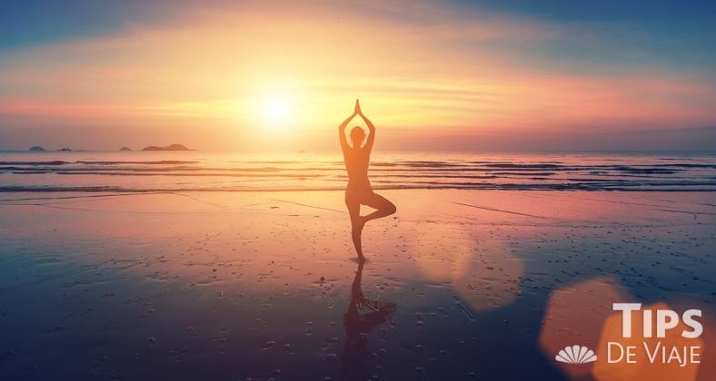 Todos los consejos para practicar yoga sobre la playa