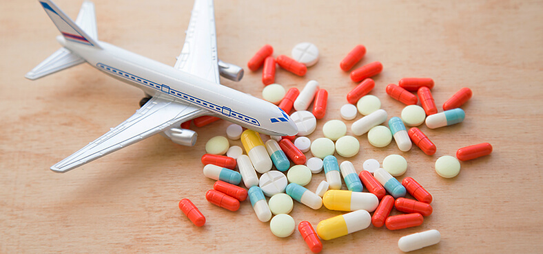 ¿Cómo viajar con medicamentos al extranjero?